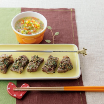 牛肉のハーブ串焼き・野菜ソース