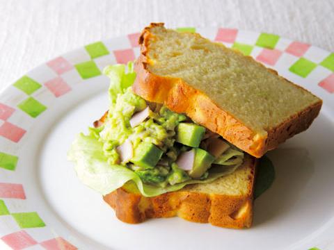 【大豆粉パン】ハムとアボカドのサンドイッチ