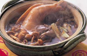 骨つき鶏肉ときのこ鍋