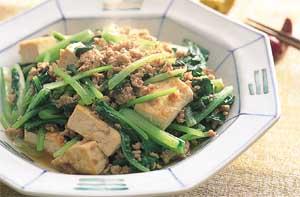 豚ひき肉と青菜、豆腐の炒めもの