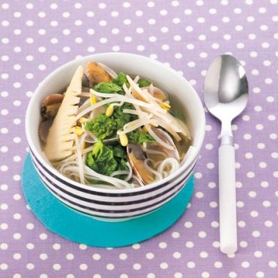 菜の花とたけのこ、あさりのスープフォー