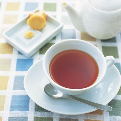 (2)に粉寒天を入れ、スプーンでよくかき混ぜ、冷めないうちに飲む。