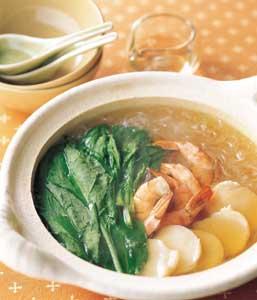 ほうれん草と春雨、シーフードの中華スープ鍋の完成イメージ