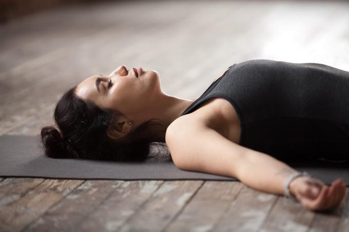 呼吸するだけでダイエット!くびれが作れる「おなかやせ呼吸」のやり方