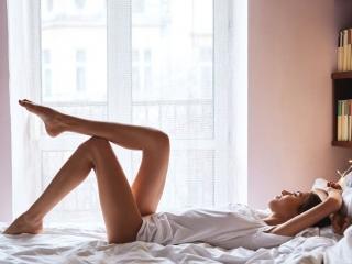 脚のキレイな女性