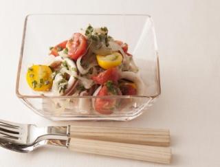 酢と食物繊維が腸内環境を整える!酢たまねぎのおかずサラダ