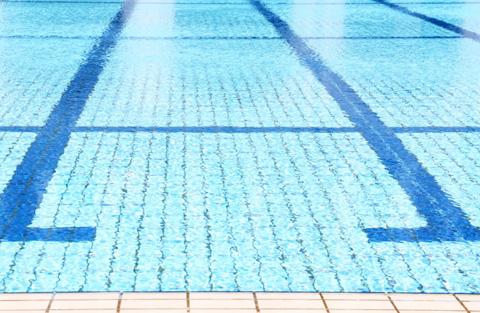 泳がなくてもOK!水中でできる簡単ボディの引き締め方