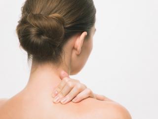 筋膜リリースで首・肩こり解消! プロが教える簡単ストレッチ