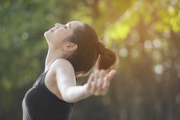 ダイエット効果が期待できる呼吸法。「深い呼吸」をすると、やせやすくなる?