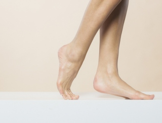 「足」の使い方を変え、体の土台から美脚をつくろう