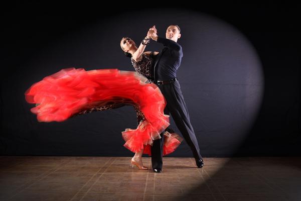 「体幹がしっかりしてないと踊れないダンス!」湖池屋「スゴーン」のCMで披露された「ザウリダンス」がすごい