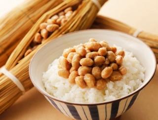 「納豆ごはん」と「卵かけごはん」腸内環境をよくする食材はどっち?
