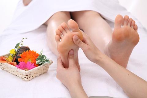 足を触れば不調が分かる!? 足裏リフレで健康チェック