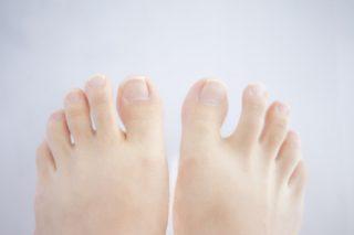 肩こりや腰痛の原因は足の疲れ!? 自宅でできる足指ストレッチ