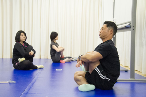 1日1回で腰痛が改善する!? トレーナー直伝の股関節ストレッチ