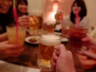 食事抜きは逆効果 忘年会の食べ&飲み過ぎを防ぐ秘訣4つ
