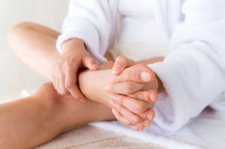 5分で「頭痛や肩こり」不調が改善する「足指ひらきマッサージ」