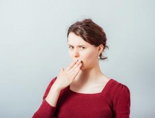 """スマホやデスクワークが口臭の原因に!? 今すぐできる口臭対策""""ベロベロ体操""""と口臭チェック法"""