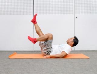 やればやるほど効果的!自宅でできる自重トレーニング「バイシクル」【動画】