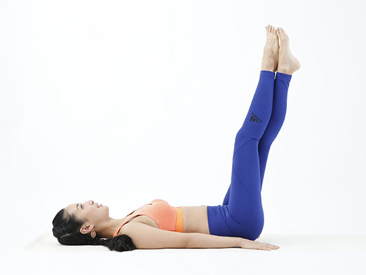 両足をまっすぐ伸ばす