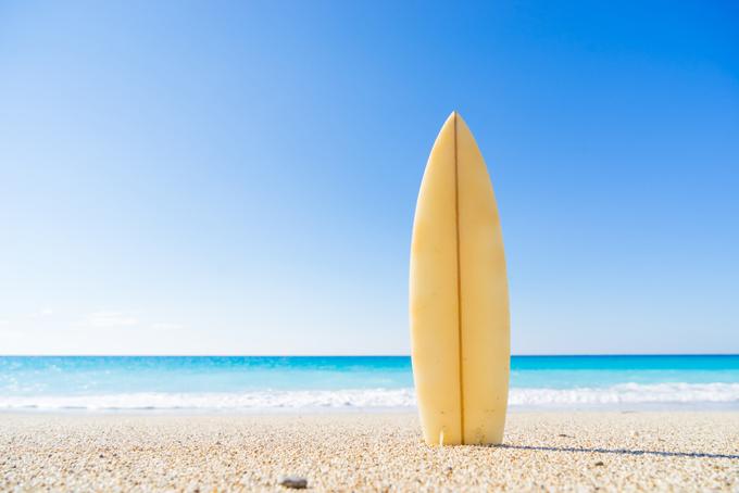 サーフボードと海