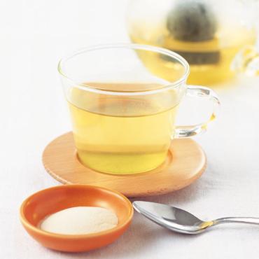 コップに緑茶寒天ゼリー