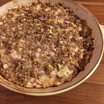 蕎麦の実と山芋のできあがり、お皿に移したもの