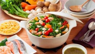 「ケール鍋」「パクチー鍋」… 葉物を中心に野菜をたっぷり食べられる「草鍋」がトレンド入り