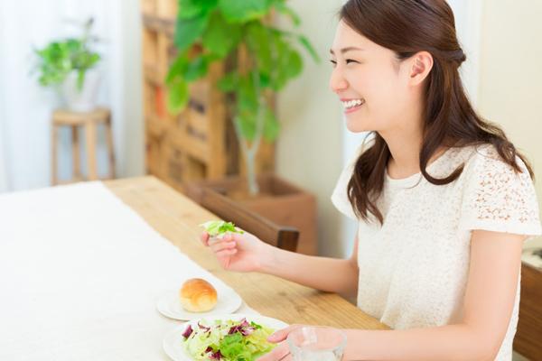 太りやすさにも影響する、幸せな食事とムダな食事の違いって?