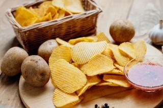 マツコは食べる、さんまは食べない… 「ポテトチップス」の残りカスを巡って大激論