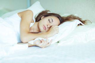 2週間の6時間睡眠は2日徹夜と同じ!? 「睡眠負債」のリスクと解消法