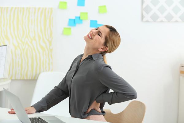 パカパカ・お尻フリフリ・四股スクワット!? ユニークな体操で「股関節腰痛」を改善
