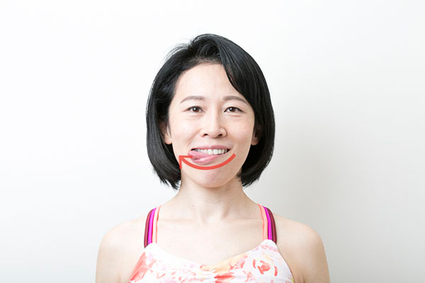 【顔ヨガ動画】たるみやすい口角をリフトアップ!「おいしい顔」