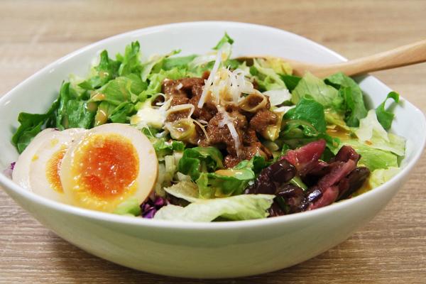 大ボリュームで満足! 1食完結型の雑穀サラダがファミマから新登場
