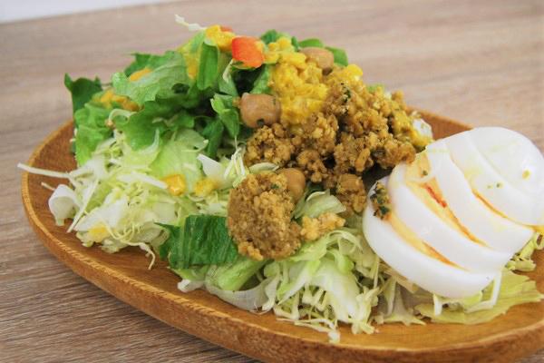 キーマカレー風サラダ