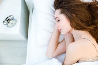 「深睡眠」がカギ! 入眠4時間以内で8割の疲れがとれるってホント!?