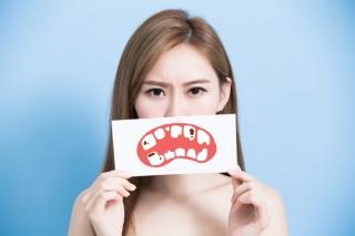 歯並びだけが原因じゃない!? 食後のうがい&正しい歯磨きですきまを防止
