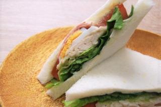 「3日連続でいただいてます」豊富な具と隠し味がイチ押しのセブン新作「サンドウィッチ」