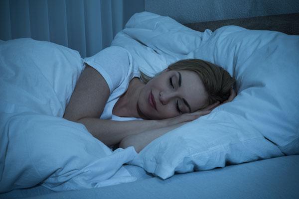 東貴博さんも「イタキモだね」と絶賛! 寝つきが悪い人におすすめの超簡単「深部体温アップ」ストレッチ