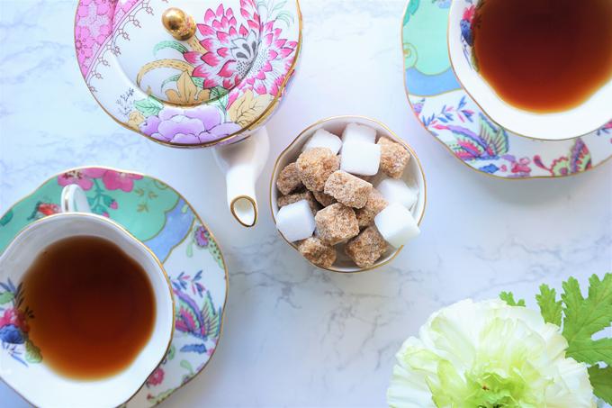 紅茶と砂糖の画像