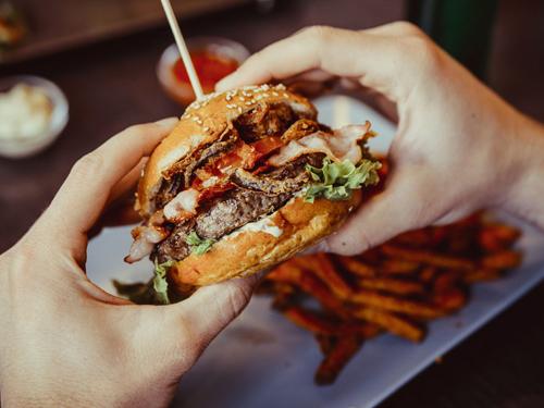 カロリーの高そうなハンバーガー