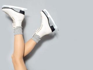 ジャニーズWEST・小瀧望さんが華麗な滑りを披露! スケートのような動きで楽しめるトレーニンググッズ「スライダーボード」とは