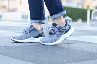 スニーカー通勤にぴったり!新しい靴でもっと歩きたくなる毎日に #Omezaトーク