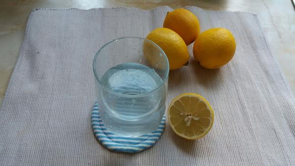 便秘解消や免疫力アップを実感! 30秒で作れる朝1杯のレモン白湯がすごい!