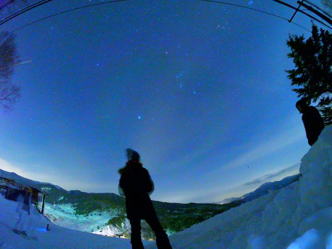 夜間モードで夜空も明るく撮影