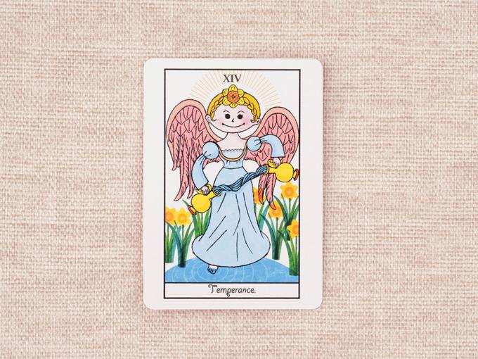 羽の生えた女性の絵柄のカード