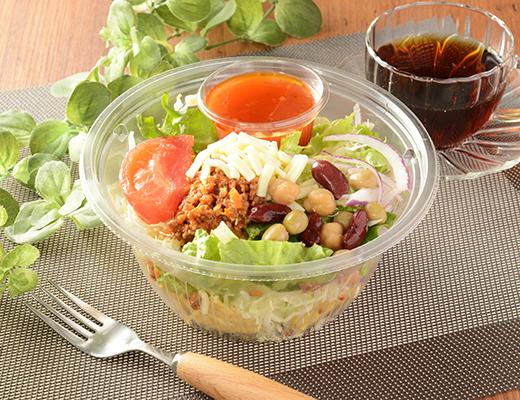 「ピリ辛」好きは要チェック! スパイシーな味わいがクセになる「タコスミートとトルティーヤチップのサラダ」