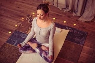 脳、心、体を整えてスッキリ体質へ!寝る前ストレッチ&瞑想法