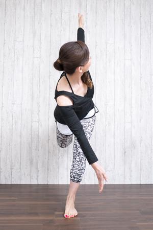 軸脚のひざは正面に向ける
