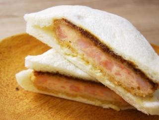 「カツがパンのギリギリまで入っていて感動した!」 ファミマ新商品「海老カツサンド」は大ボリュームで大好評!